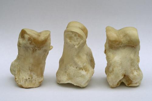 Mittelalterspielzeug: Kegelknochen
