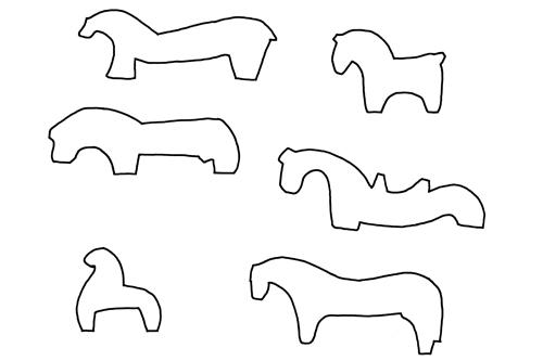 Mittelalterspielzeug: Holzpferdchen, Umrisse verschiedener archäologischer Funde