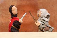 Mittelalterspielzeug: Puppentheater mit Puppenspieler