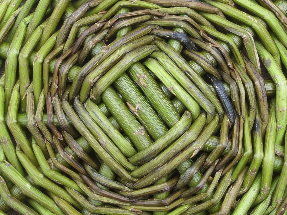 Flechten, Färben, Schnitzen: Korbboden, Weidenkorb