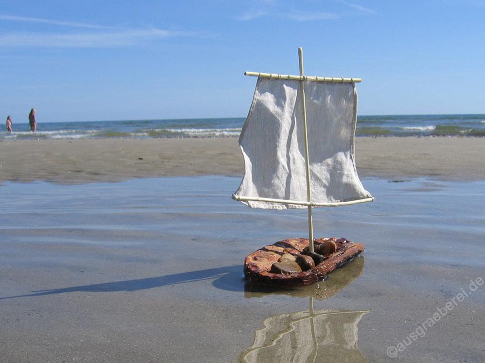 Flechten, Färben, Schnitzen: Boot aus Kiefernrinde