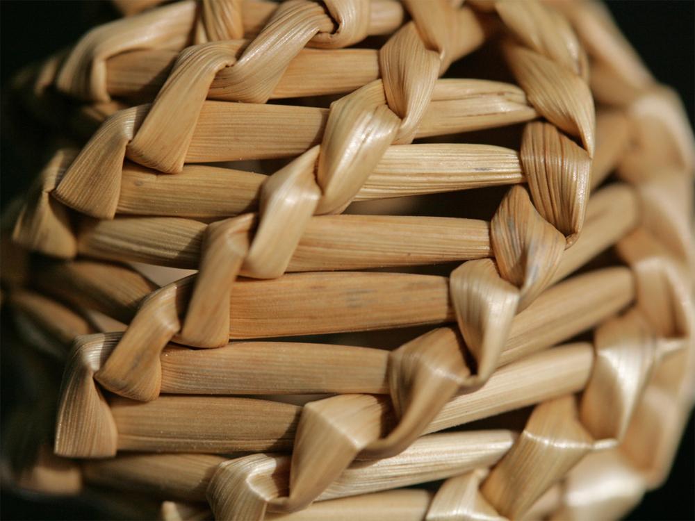 Flechten, Färben, Schnitzen: Strohrassel