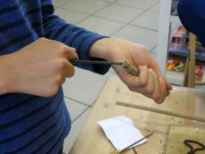Holunderspielzeug bauen in der Hülser Buchhandlung.